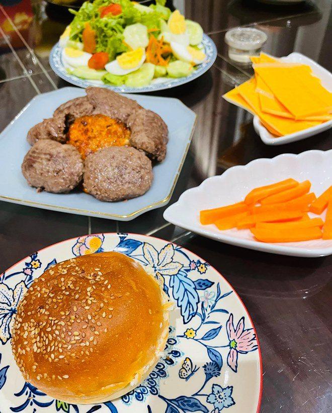 Chồng thành đạt của Vân Hugo làm bánh, vợ và dàn sao Việt tấm tắc khen: amp;#34;Tuyệt phẩmamp;#34; - 13