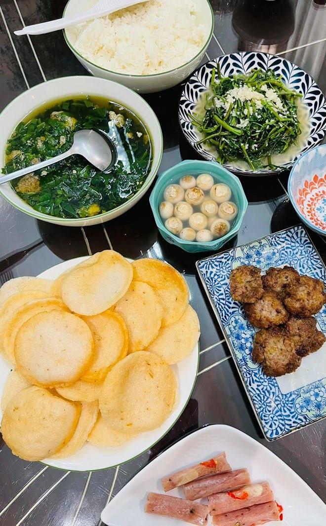 Chồng thành đạt của Vân Hugo làm bánh, vợ và dàn sao Việt tấm tắc khen: amp;#34;Tuyệt phẩmamp;#34; - 9