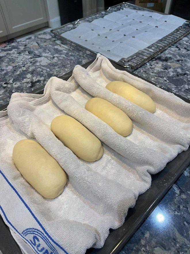 Chồng thành đạt của Vân Hugo làm bánh, vợ và dàn sao Việt tấm tắc khen: amp;#34;Tuyệt phẩmamp;#34; - 1