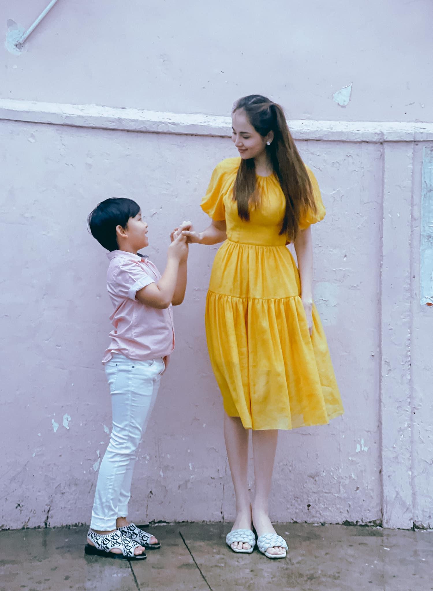 Đơn thân nuôi con trai 6 tuổi, HH Diễm Hương ra đường trai trẻ vẫn gọi em ngọt xớt - 9
