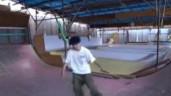 Thán phục chàng trai mù biểu diễn trượt ván điêu luyện
