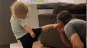 Cậu bé 2 tuổi với những cú đá khiến dân mạng trầm trồ