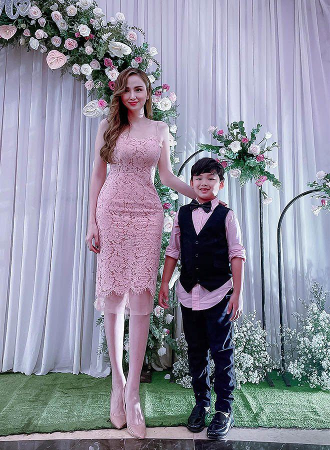 Đơn thân nuôi con trai 6 tuổi, HH Diễm Hương ra đường trai trẻ vẫn gọi em ngọt xớt - 10