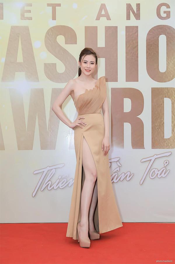 Đam mê thời trang, Phạm Thị Như Quỳnh khởi nghiệp thành công với 2 cửa hàng thời trang - 4
