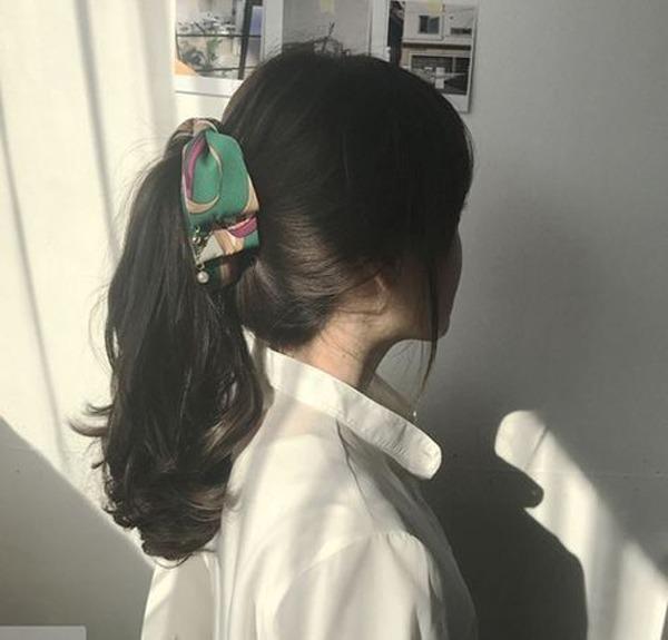Biến tấu 4 kiểu tóc phong cách Hàn Quốc chỉ bằng 1 chiếc khăn lụa - 3