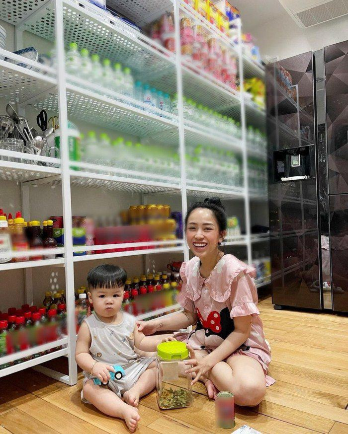 Đàm Thu Trang chuẩn mẹ bỉm sữa đại gia, trữ sữa thành núi cho con trong mùa dịch - 7