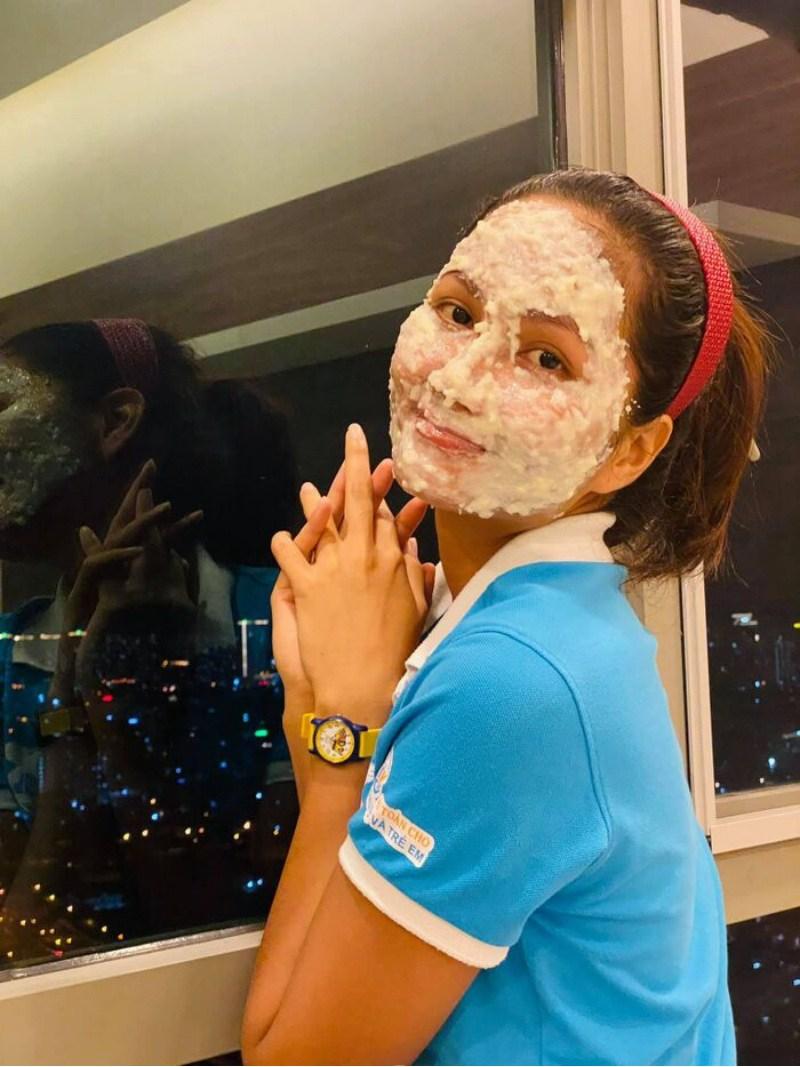 Rẻ-Đẹp-Dễ: Một hoa hậu vừa chế ra công thức đắp mặt với cơm nguội, kết quả bất ngờ - 3