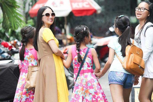 Cẩm Ly nhà triệu đô, em gái là người Việt giàu nhất thế giới nhưng đều nuôi con giản dị - 13