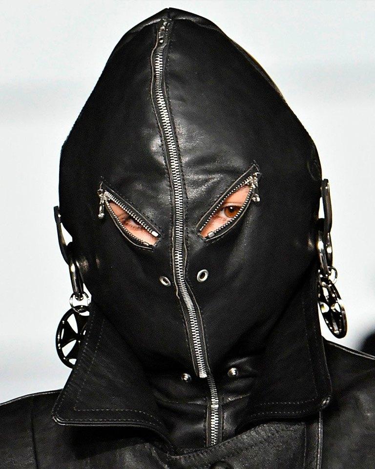 Chán mặc khoe ngực, mỹ nhân siêu vòng ba mê style che kín mặt mũi - 6