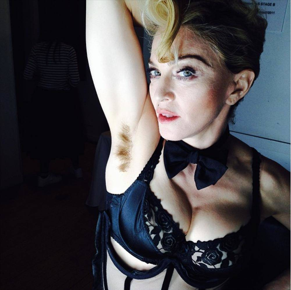Con gái Madonna xoè cánh khoe amp;#34;vi-ô-lôngamp;#34; trên thảm đỏ Met Gala: cá tính hay phản cảm? - 5