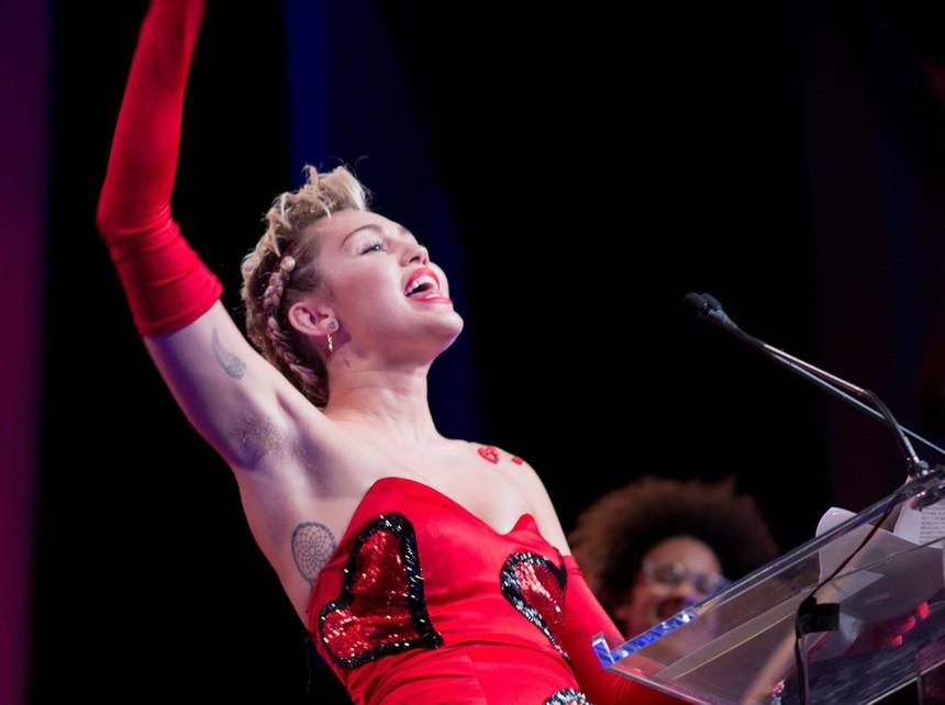 Con gái Madonna xoè cánh khoe amp;#34;vi-ô-lôngamp;#34; trên thảm đỏ Met Gala: cá tính hay phản cảm? - 10