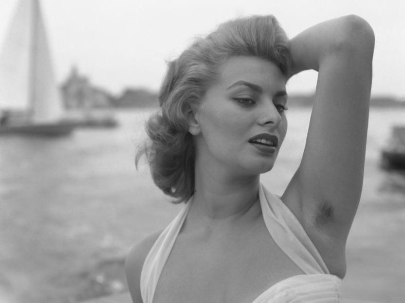 Con gái Madonna xoè cánh khoe amp;#34;vi-ô-lôngamp;#34; trên thảm đỏ Met Gala: cá tính hay phản cảm? - 11