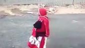Cướp táo tợn giật dây chuyền rồi kéo ngã người phụ nữ đi xe máy