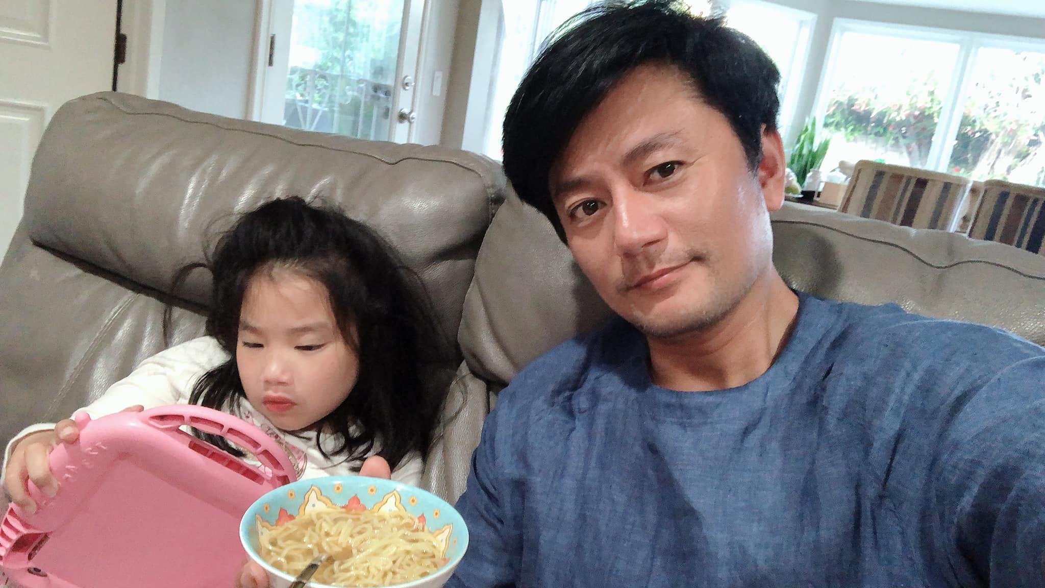 Kiếm 3 tỷ/phút, vua quảng cáo Việt bỏ sự nghiệp sang Mỹ với vợ giàu, 2 con không giống bố - 10
