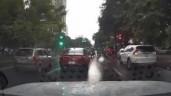 Ô tô đâm hàng loạt xe máy đang dừng đèn đỏ