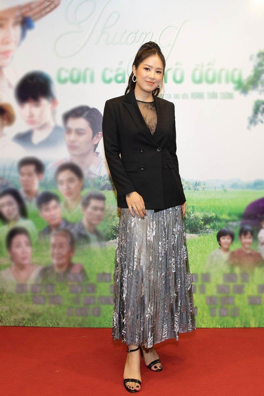 """Công nương Kate đẹp quý tộc với blazer và chân váy,hoá ra mỹ nhân Việt đã """"lăng xê"""" từ lâu - 7"""