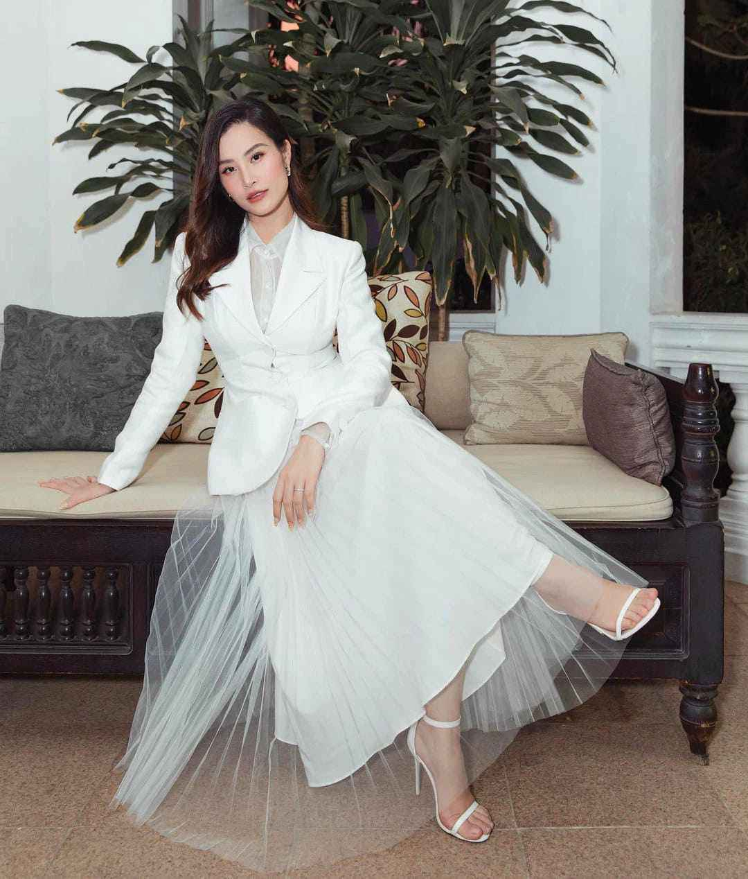"""Công nương Kate đẹp quý tộc với blazer và chân váy,hoá ra mỹ nhân Việt đã """"lăng xê"""" từ lâu - 6"""