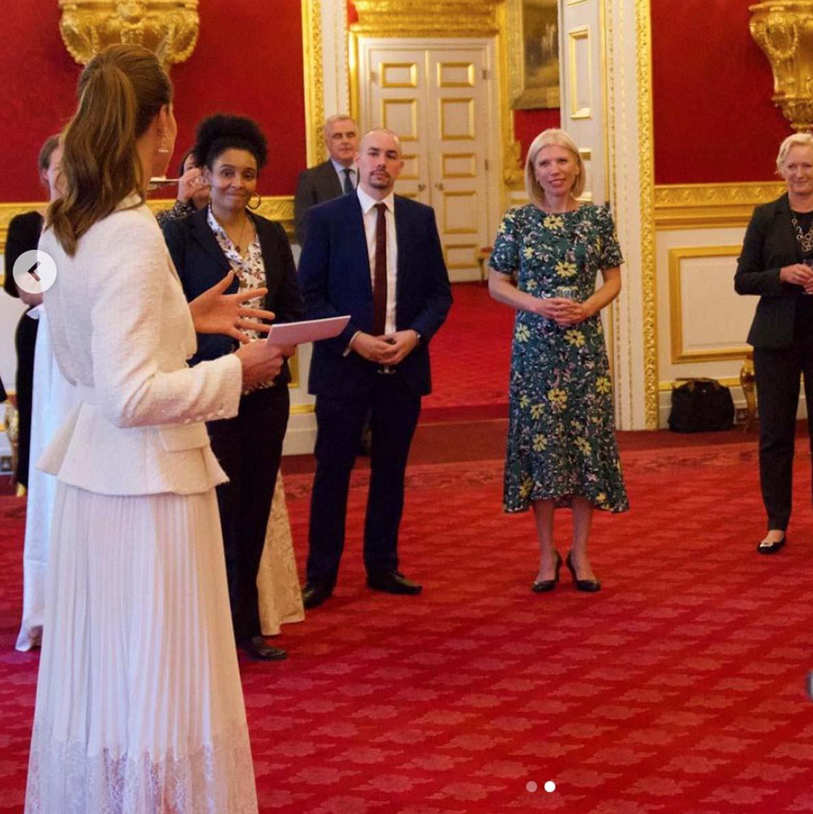 """Công nương Kate đẹp quý tộc với blazer và chân váy,hoá ra mỹ nhân Việt đã """"lăng xê"""" từ lâu - 3"""