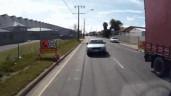 Chạy ngược chiều, camry biến dạng khi lao thẳng vào đầu xe tải