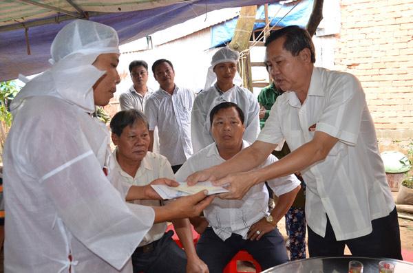 Tai nạn 6 người chết tại chỗ ở Tây Ninh: Đại tang nơi xóm nghèo ven sông Hậu - 1