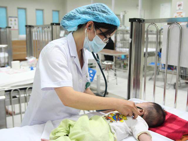 Để trẻ không tử vong khi mắc tay chân miệng, Bộ Y tế khuyến cáo 6 điều phải làm ngay