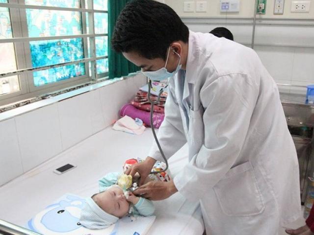 Hà Nội:10 ca mắc tay chân miệng do nhiễm chủng EV71, các mẹ chú ý khi cho con ăn uống