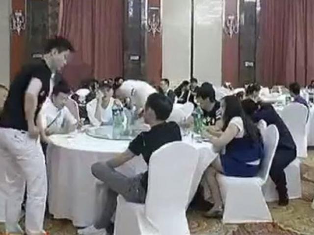 Cưới vợ giàu, chú rể thuê 200 khách lạ tới đám cưới để ra oai và cái kết khó ngờ