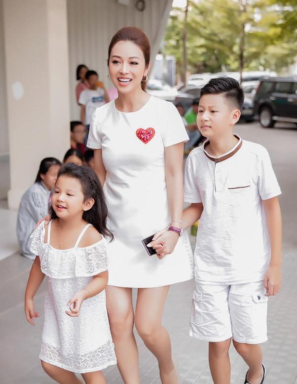Chung một khung hình, người hâm mộ hoang mang trước nhan sắc của Hà Tăng và Jennifer Phạm