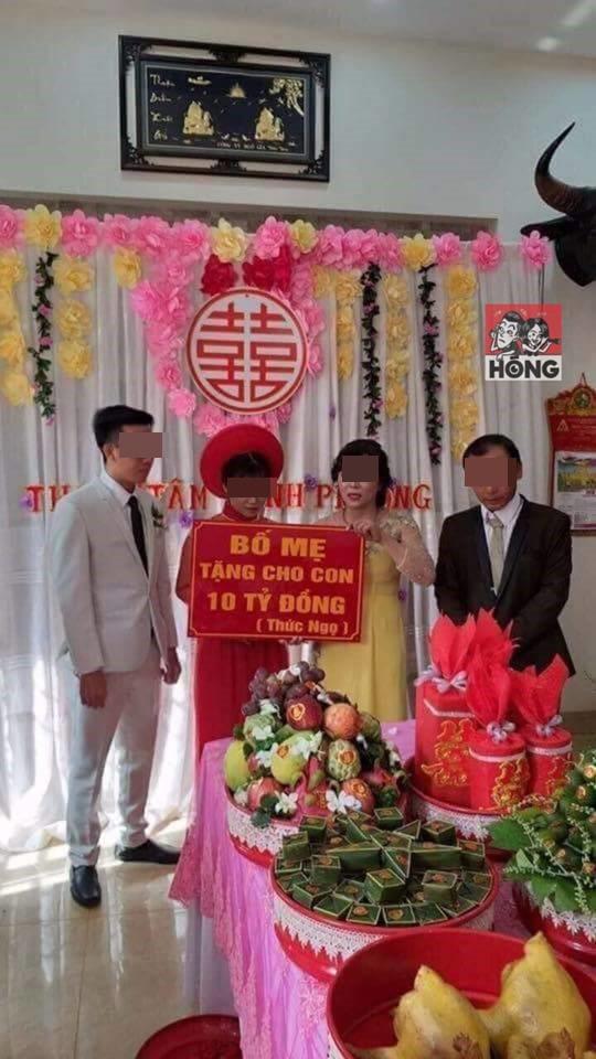 """Tin tức 24h: Tấm biển """"bố mẹ tặng con 10 tỷ đồng"""" trong ngày cưới khiến dân mạng choáng váng - 1"""