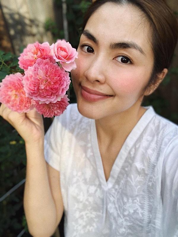 Cung song trong biet thu 'dat vang', Tang Thanh Ha lai an dut Dang Thu Thao nho goc nho nay!