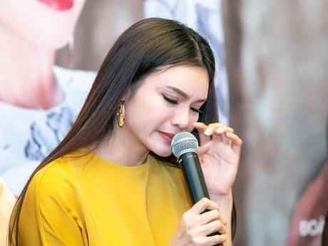 """Phạm Phương Thảo bật khóc vì dành dụm lo """"Mơ duyên"""" quên cả gia đình"""
