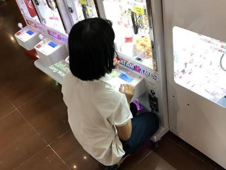 Choáng váng: 2 cô bé cấp 2 chi 3,5 triệu đồng để mua xèng gắp thú