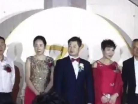 Hy hữu: Cô dâu đau đẻ đúng ngày cưới, chú rể tự tổ chức đám cưới một mình