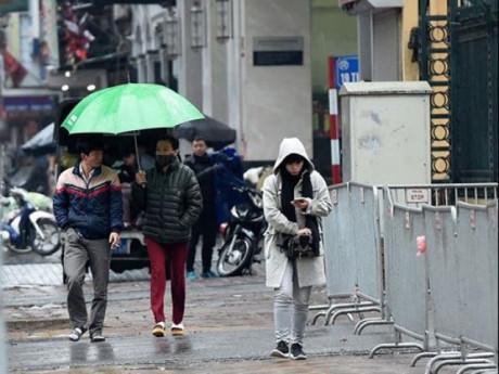 Người Hà Nội vất vả trong ngày mưa rét
