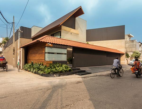 Căn biệt thự nhà vườn kiểu Ấn Độ gây choáng ngợp với nội thất xa hoa - 1