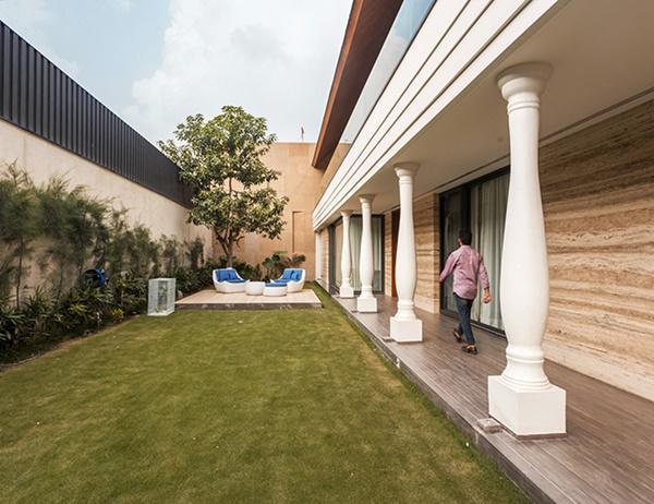 Căn biệt thự nhà vườn kiểu Ấn Độ gây choáng ngợp với nội thất xa hoa - 2