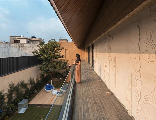 Căn biệt thự nhà vườn kiểu Ấn Độ gây choáng ngợp với nội thất xa hoa - 4