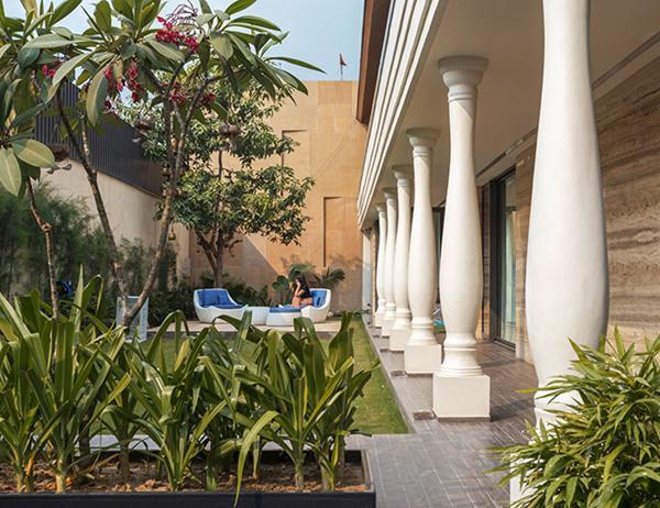 Căn biệt thự nhà vườn kiểu Ấn Độ gây choáng ngợp với nội thất xa hoa - 9