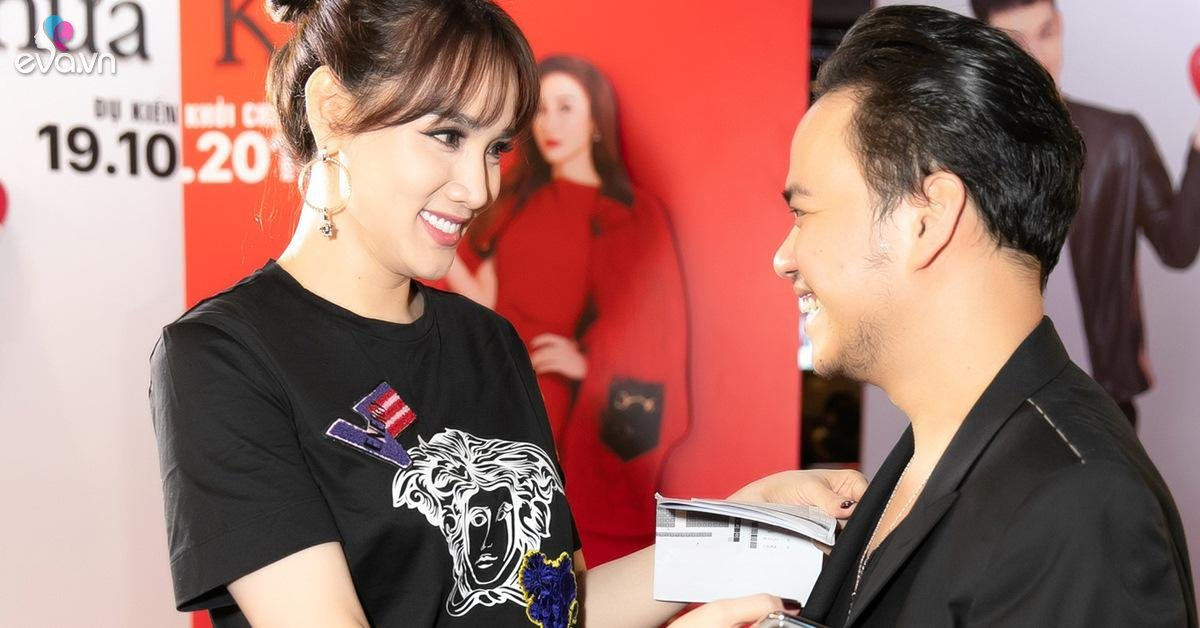 """Trang Nhung xuất hiện đầy """"sang chảnh"""", tình tứ chỉnh sửa quần áo cho chồng tại sự kiện"""