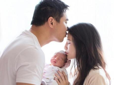 Con trai mới 2 ngày tuổi, người đẹp TVB đã khoe dáng nhỏ nhắn như thời chưa có bầu