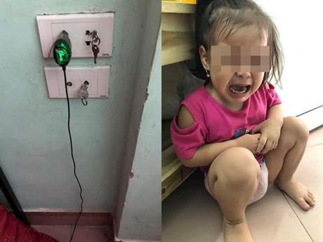 Để con chơi chìa khoá gần ổ điện, bố mẹ ân hận vì bé suýt bị tử thần đoạt mạng