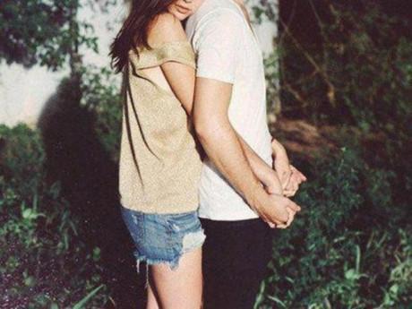 Không phải dạng vừa đâu: đây là cách các chị em dùng để crush chủ động ôm mình