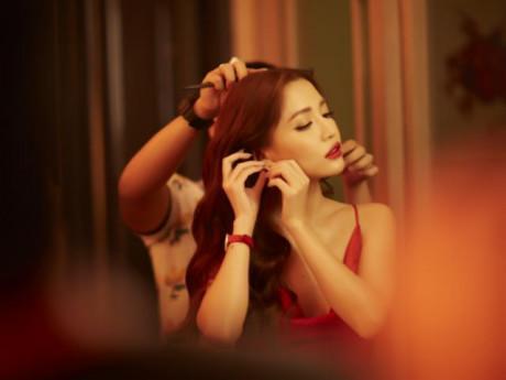 """""""Choáng ngợp"""" vì đường cong gợi cảm của Bích Phương trong MV mới"""