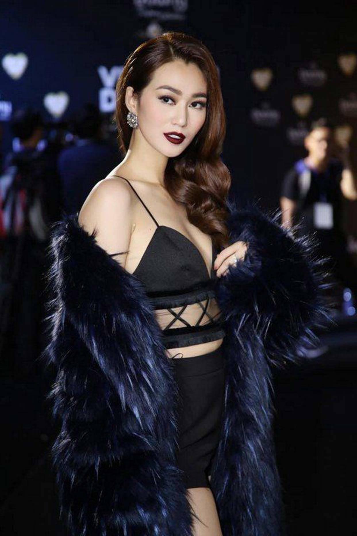 Chua ret nhung hang loat sao Viet da 'chiu nong' de dien ao long cho sang?