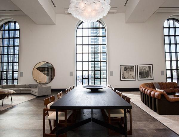 Choáng với căn hộ áp mái nghìn tỷ có phòng khách rộng ngang một bảo tàng - 4