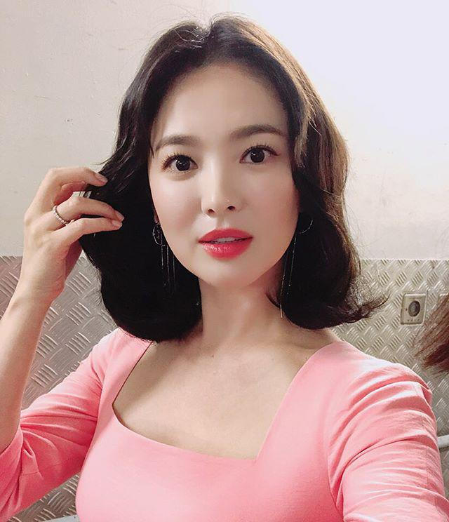 "tuong dai nhan sac nhu song hye kyo cung co khi phai ""muoi mat"" vi diem nay - 9"