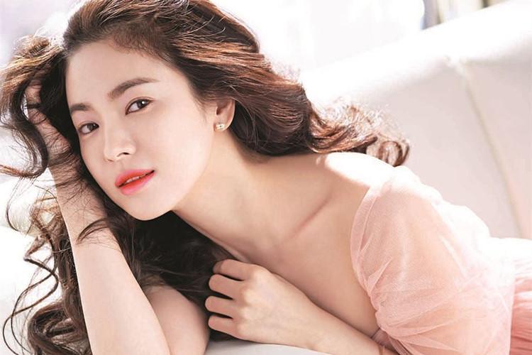 "tuong dai nhan sac nhu song hye kyo cung co khi phai ""muoi mat"" vi diem nay - 8"