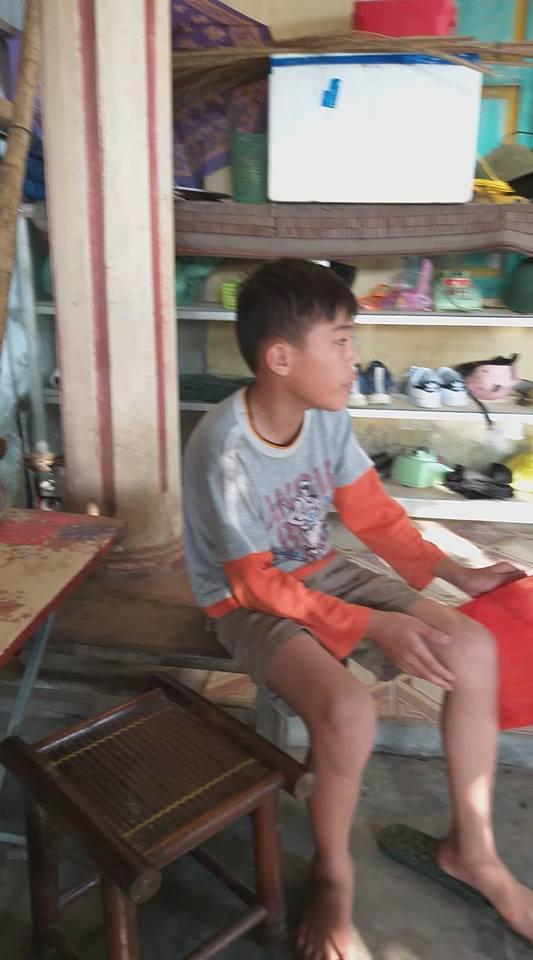 """pho hieu truong danh hoc sinh chan thuong dau, hieu truong than nhien: """"khong van de gi"""" - 2"""