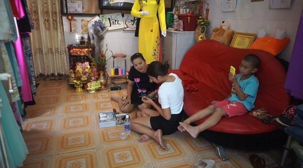 Những bà mẹ đơn thân showbiz Việt: Kẻ chanh xả ở biệt thự, người chật vật thuê nhà 24m2 - 5