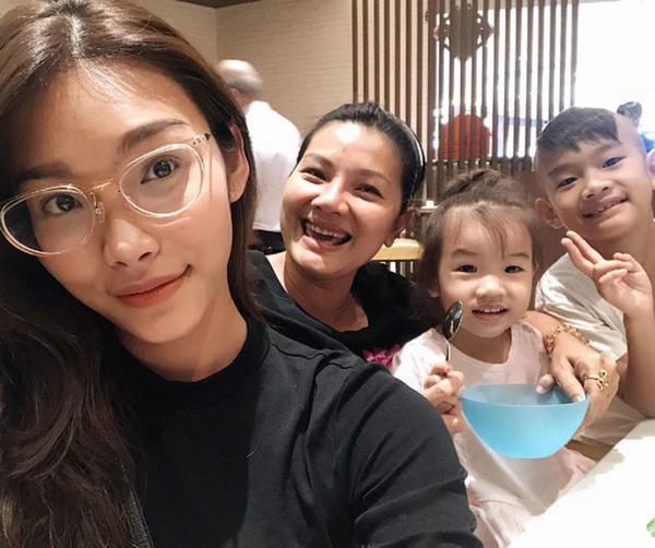 Những bà mẹ đơn thân showbiz Việt: Kẻ chanh xả ở biệt thự, người chật vật thuê nhà 24m2 - 7